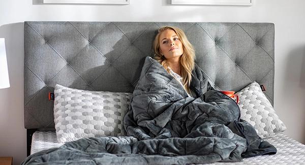 woman using the Layla blanket